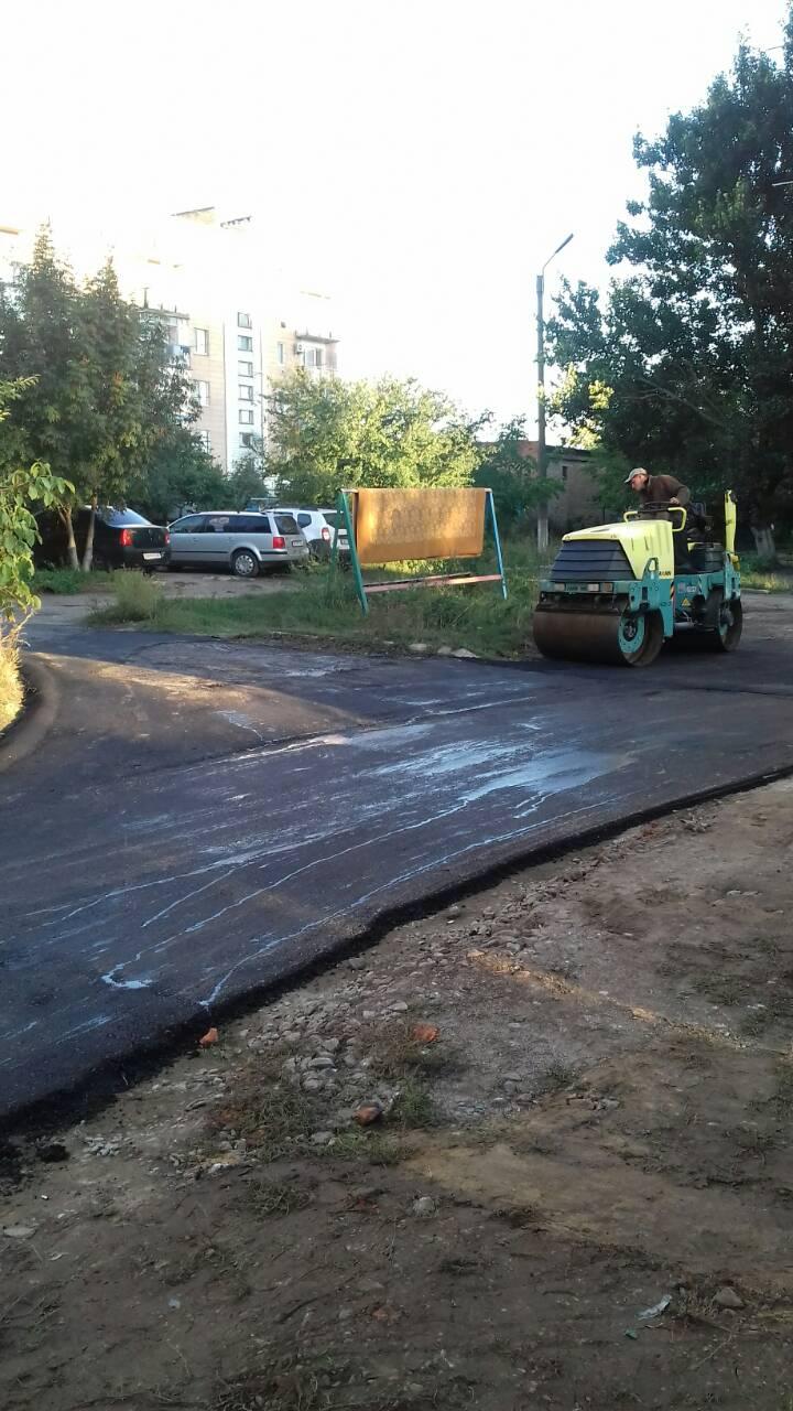 У місті асфальтують пішохідні зони, які є найзручнішими для шполян