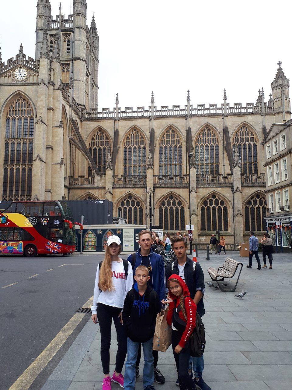 Учні шкіл громади навчалися у Великобританії